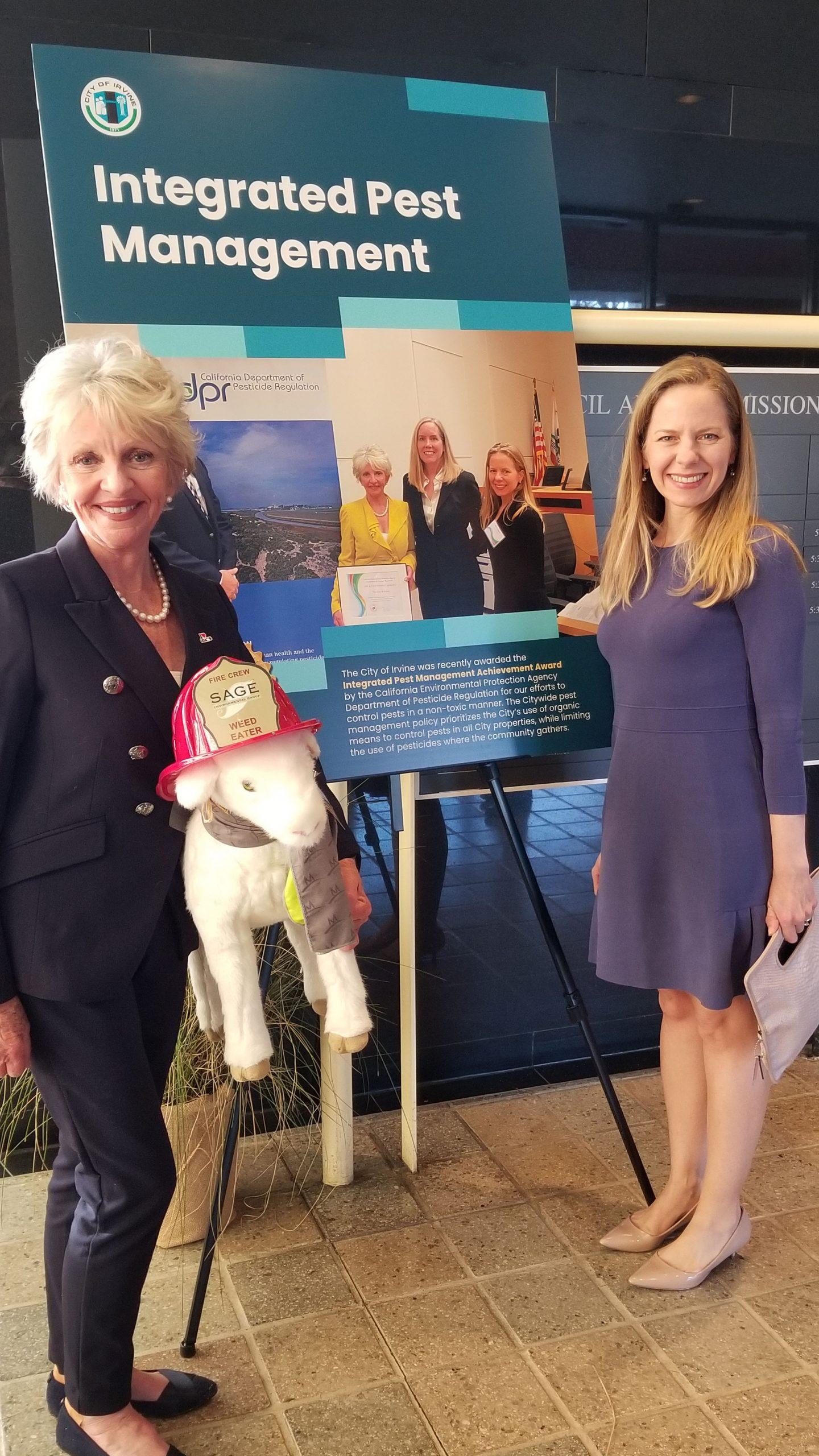 IPM Award Mayor Shea and Ayn Craniun